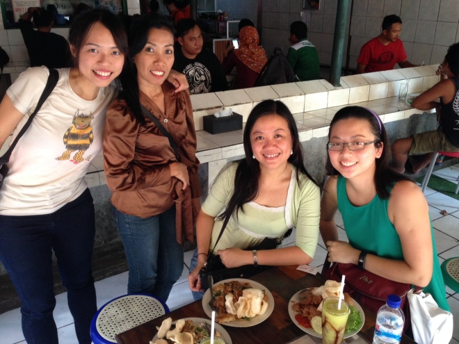 Dr Arlini (or rather, better known to us as our beloved Mila!), pictured here second from left, was born in Yogyakarta and lived here until her college days. She has been introducing us to lots of amazing street food and thrilling forms of transportation (like open-cart rickshaws powered by bicycles!). The ARI team are in Yogyakarta and Indonesia for a couple of weeks to attend SEASREP, co-host a workshop and do fieldwork for various MOOP projects.